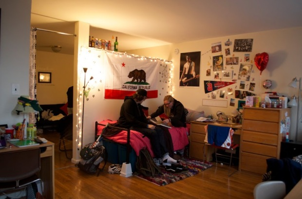 Students in an OV (Overlook) apartment. Photo by Ashley Sanchez.